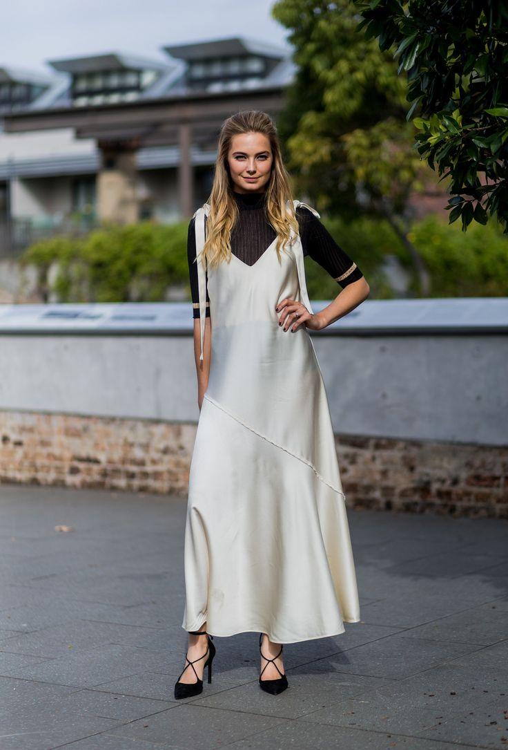 Длинное Шелковое Платье С Чем Носить
