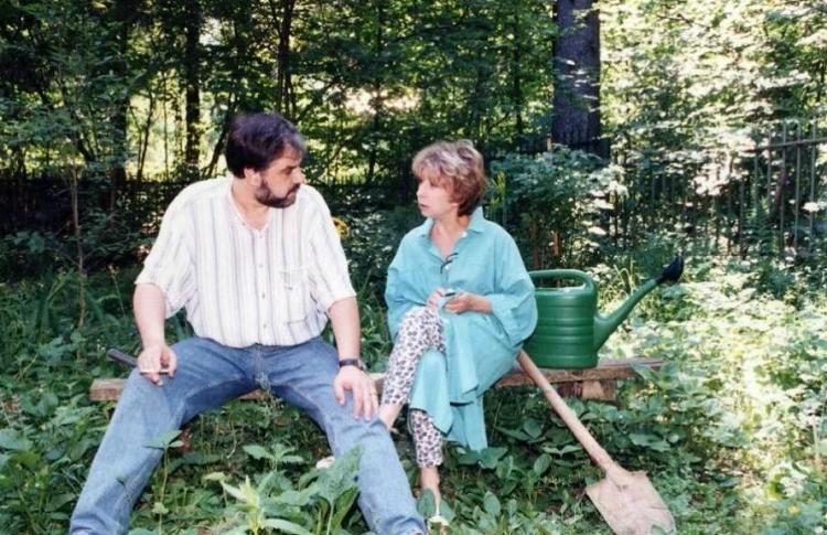 Как выглядит муж Ахеджаковой, за которого она вышла в 63 по любви